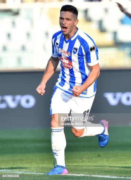 Gianluca Caprari of Pescara Calcio celebrates after scoring a goal to make it 40 during the Serie A match between Pescara Calcio and Genoa CFC at...