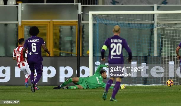 Gianluca Caprari of Pescara Calcio scores the opening goal during the Serie A match between Pescara Calcio and ACF Fiorentina at Adriatico Stadium on...