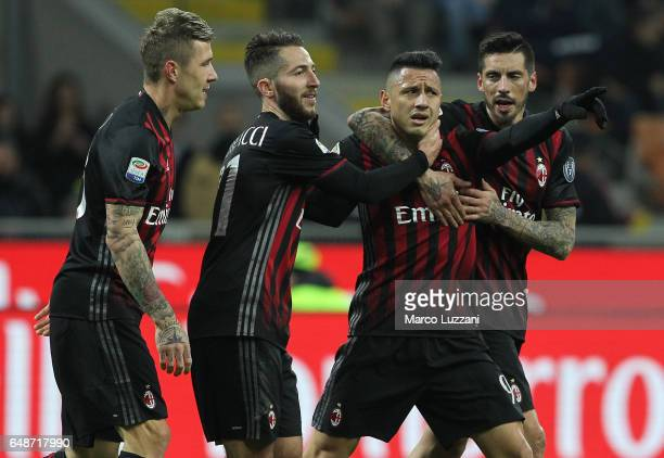 Gianluca Lapadula of AC Milan celebrates his goal with his teammates during the Serie A match between AC Milan and AC ChievoVerona at Stadio Giuseppe...