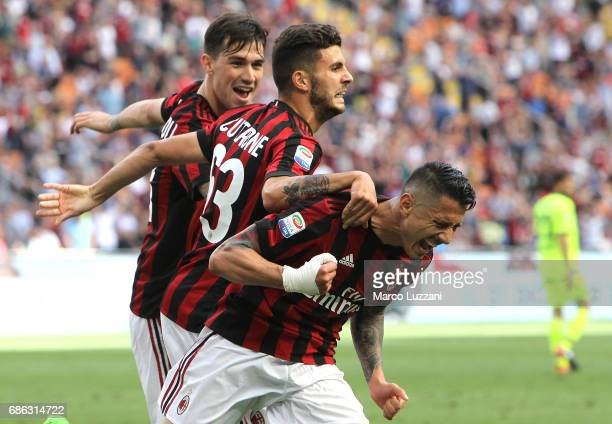 Gianluca Lapadula of AC Milan celebrates his goal with his teammates Patrick Cutrone and Alessio Romagnoli during the Serie A match between AC Milan...