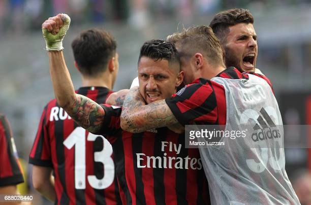 Gianluca Lapadula of AC Milan celebrates his goal with his teammates during the Serie A match between AC Milan and Bologna FC at Stadio Giuseppe...