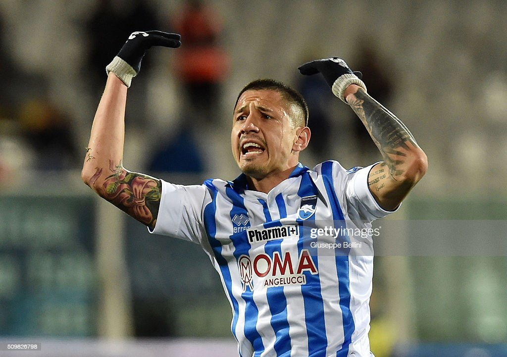 Gianluca Lapadula of Pescara Calcio celebrates after scoring the goal 11 during the Serie B match between Pescara Calcio and Vicenza Calcio at...