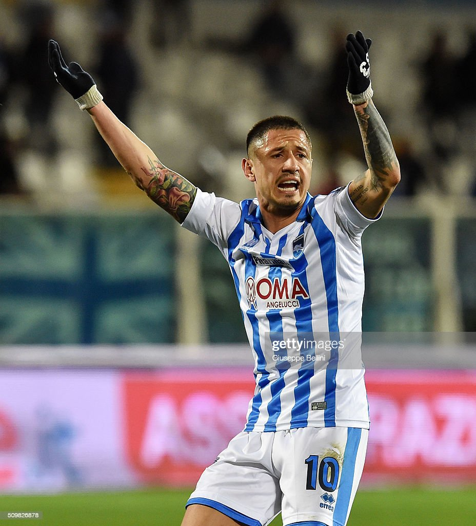 Gianluca Lapadula of Pescara Calcio celebrates after scoring the goal 1-1 during the Serie B match between Pescara Calcio and Vicenza Calcio at Adriatico Stadium on February 12, 2016 in Pescara, Italy.
