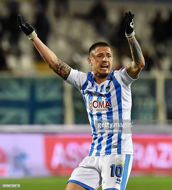 Gianluca Lapadula of Pescara Calcio celebrates after scoring the goal 11 during the Serie B match between Pescara Calcio and Vicenza Calcio at...