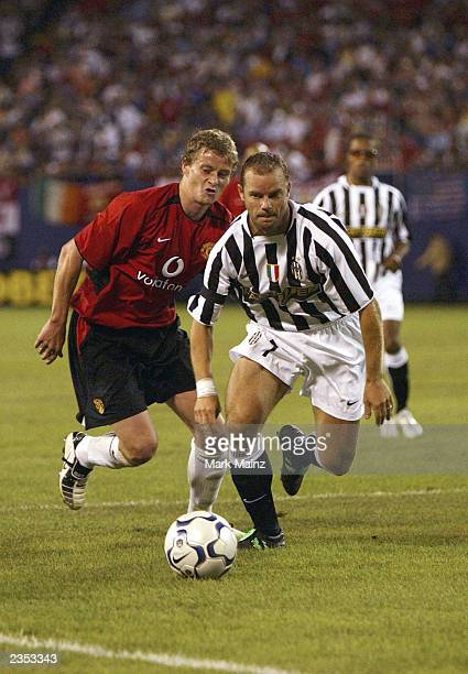 Gianluca Pessotto of Juventus outruns Ole Gunnar Solskjaer of Manchester United during the friendly USA Tour match between Manchester United and...
