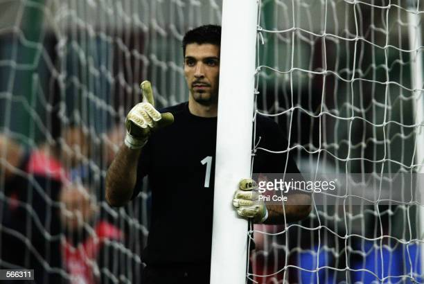 Gianlugi Buffon of Italy organises his defensive wall during the International Friendly match between Italy and Uruguay played at the San Siro in...