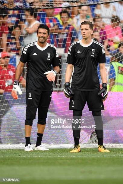 Gianluigi Buffon and Wojciech Szczesny at a training session during the Juventus Summer Tour on July 21 2017 in New York City