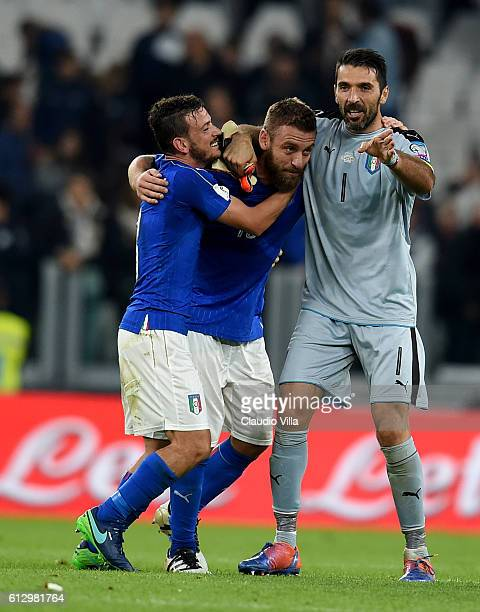 Gianluigi Buffon Daniele De Rossi and Alessandro Florenzi of Italy celebrate at the end of the FIFA 2018 World Cup Qualifier between Italy and Spain...