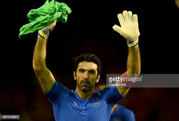 Gianluigi Buffon of Italy greets at the end of the game the intermational friendly match between Belgium and Italy at King Baudouin Stadium on...