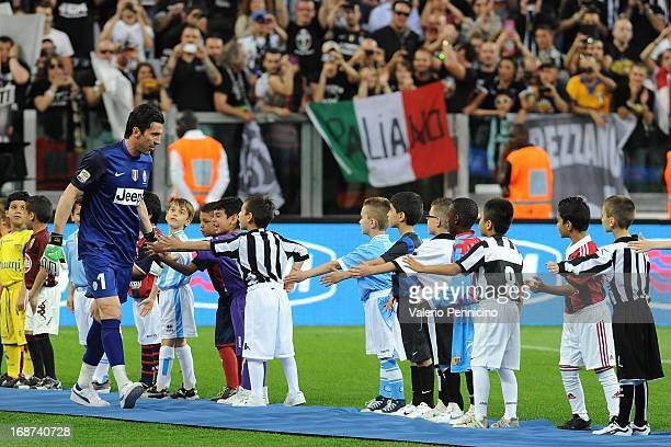 Gianluigi Buffon of Juventus celebrates win the Serie A Championships at the end of the Serie A match between Juventus and Cagliari Calcio at...