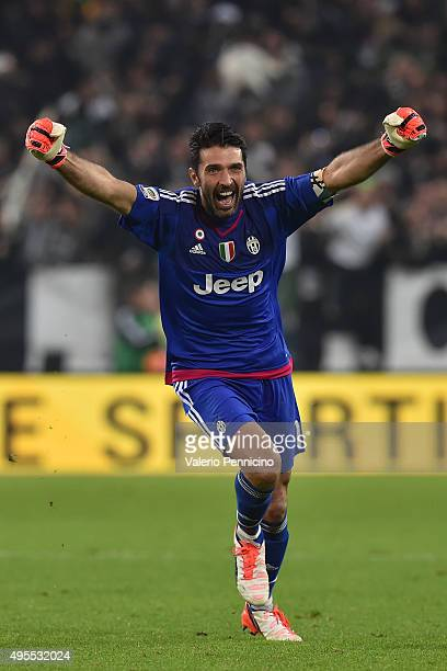 Gianluigi Buffon of Juventus FC celebrates after his teammate Juan Cuadrado scored the victory goal during the Serie A match between Juventus FC and...