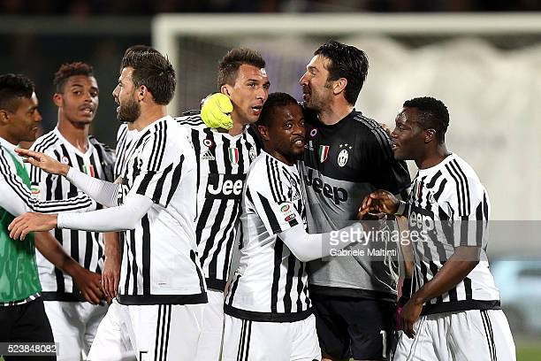 Gianluigi Buffon of Juventus FC celebrates the victory after the Serie A match between ACF Fiorentina and Juventus FC at Stadio Artemio Franchi on...