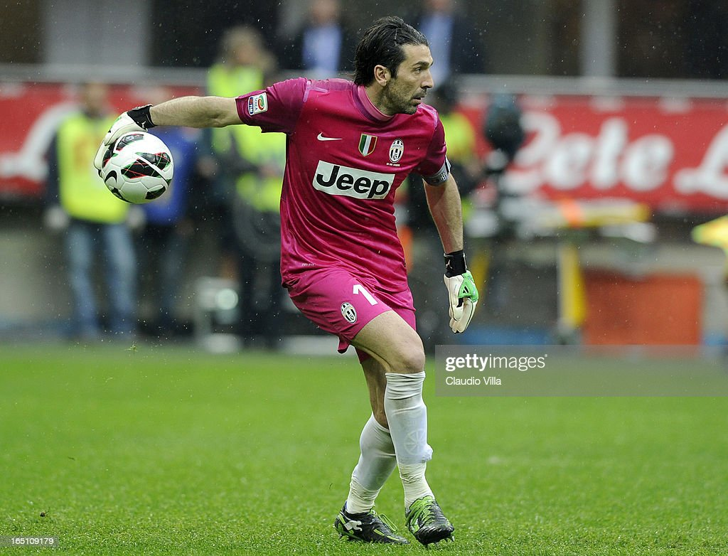 Gianluigi Buffon of Juventus FC in action during the Serie A match between FC Internazionale Milano and Juventus FC at San Siro Stadium on March 30, 2013 in Milan, Italy.