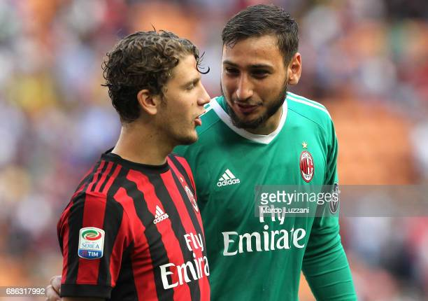Gianluigi Donnarumma and Manuel Locatelli of AC Milan at the end of the Serie A match between AC Milan and Bologna FC at Stadio Giuseppe Meazza on...