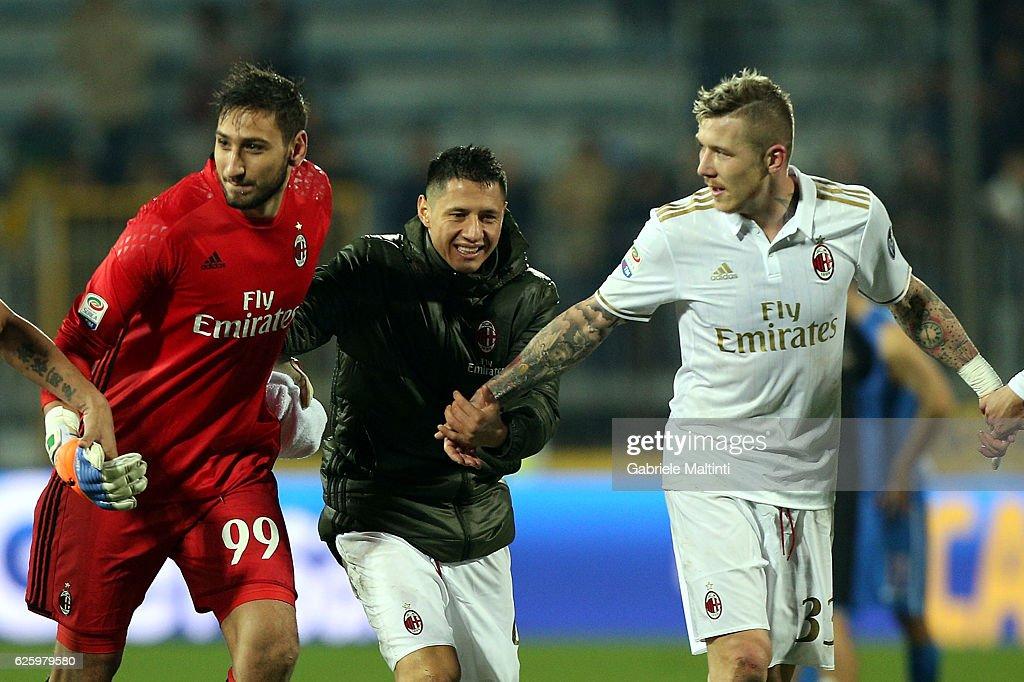 Gianluigi Donnarumma , Gianluca Lapadula and Juraj Kucka of AC Milan celebrates after the game during the Serie A match between Empoli FC and AC Milan at Stadio Carlo Castellani on November 26, 2016 in Empoli, Italy.