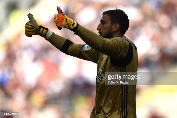 Gianluigi Donnarumma goalkeeper of Milan gestures during the Serie A match between AC Milan and US Citta di Palermo at Stadio Giuseppe Meazza on...