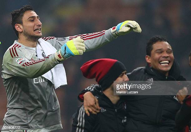 Gianluigi Donnarumma of AC Milan celebrates a victory at the end of the Serie A match between AC Milan and FC Internazionale Milano at Stadio...