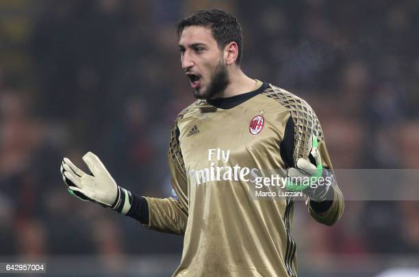 Gianluigi Donnarumma of AC Milan celebrates a victory at the end of the Serie A match between AC Milan and ACF Fiorentina at Stadio Giuseppe Meazza...