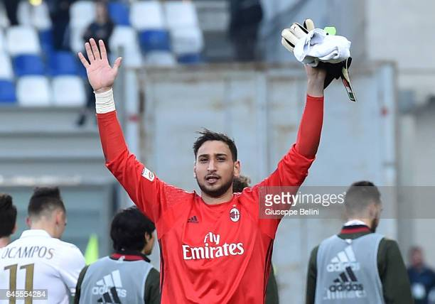 Gianluigi Donnarumma of AC Milan celebrates the victory after the Serie A match between US Sassuolo and AC Milan at Mapei Stadium Citta' del...