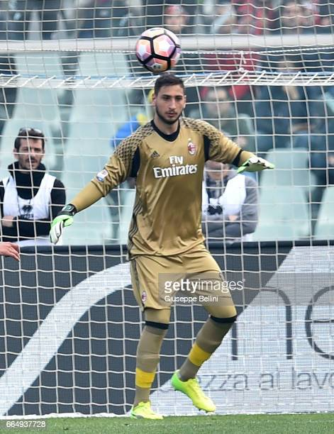 Gianluigi Donnarumma of AC Milan in action during the Serie A match between Pescara Calcio and AC Milan at Adriatico Stadium on April 2 2017 in...