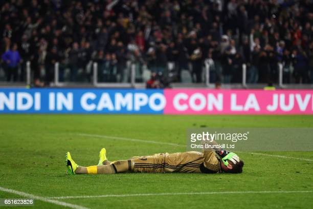 Gianluigi Donnarumma of AC Milan shows his dejection after Juventus scored a penalty in injury time during the Serie A match between Juventus FC and...