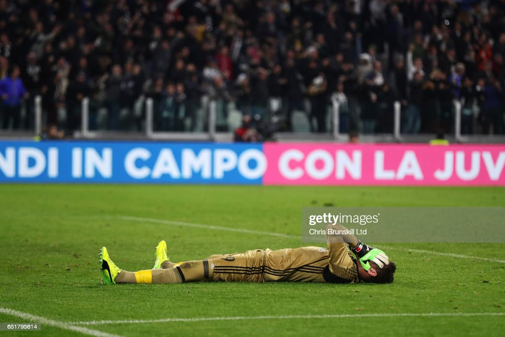 Gianluigi Donnarumma of AC Milan shows his dejection after Juventus scored a penalty in injury time during the Serie A match between Juventus FC and AC Milan at Juventus Stadium on March 10, 2017 in Turin, Italy.