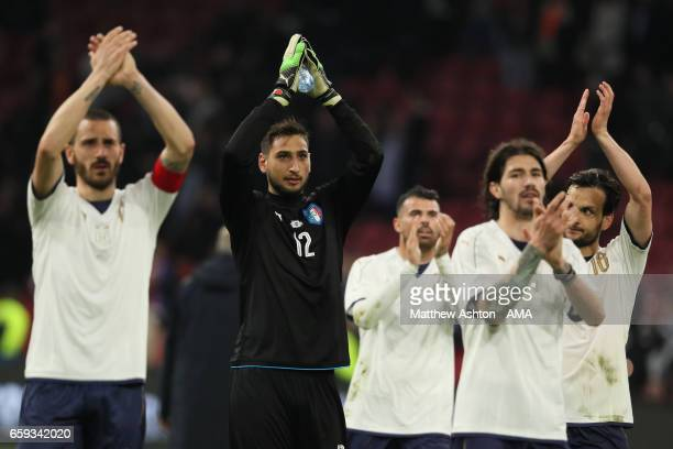 Gianluigi Donnarumma of Italy and his teammates applaud at the end of the international friendly match between Netherlands and Italy at Amsterdam...