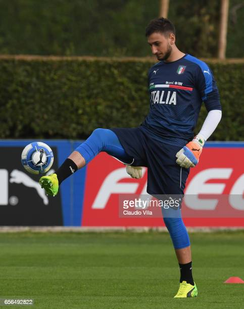 Gianluigi Donnarumma of Italy in action during the training session at the club's training ground at Coverciano on March 22 2017 in Florence Italy