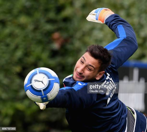 Gianluigi Donnarumma of Italy in action during the training session at the club's training ground at Coverciano on March 23 2017 in Florence Italy