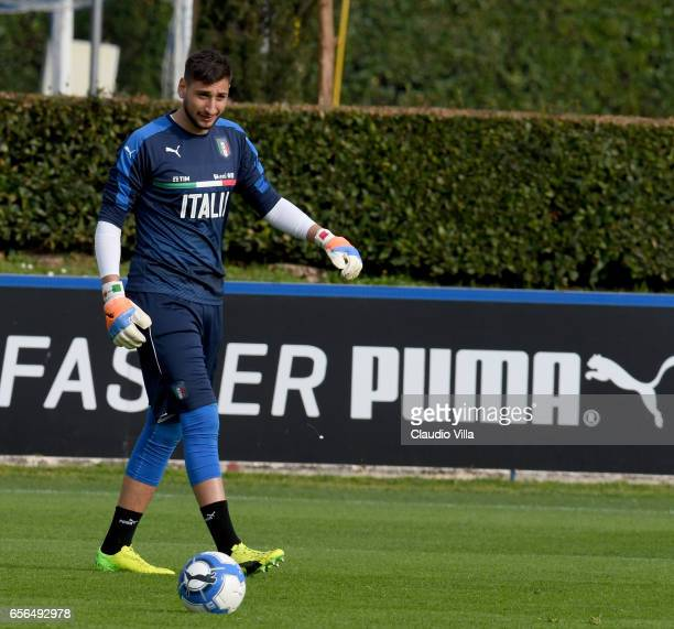 Gianluigi Donnarumma of Italy looks on during the training session at the club's training ground at Coverciano on March 22 2017 in Florence Italy
