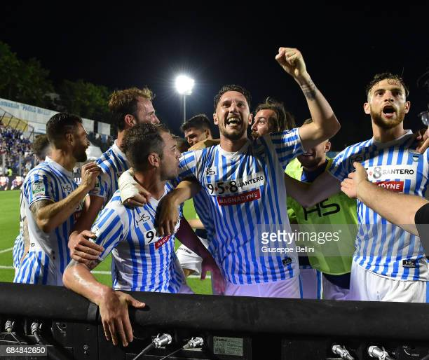 Gianmarco Zigoni with his teammates of SPAL celebrates after scoring the opening goal during the Serie B match between SPAL and FC Bari at Stadio...