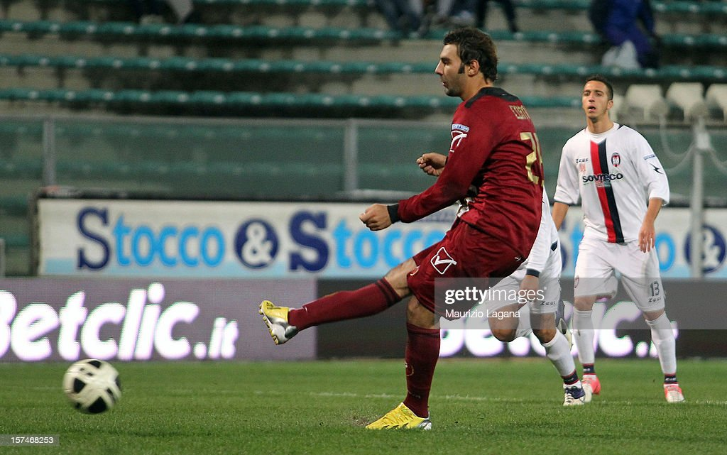 Gianmario Comi of Reggina scores the equalizing goal with penalty during the Serie B match between Reggina Calcio and FC Crotone at Stadio Oreste Granillo on December 3, 2012 in Reggio Calabria, Italy.