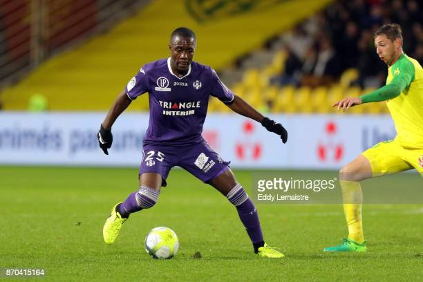 Giannelli Imbula of Toulouse and Emiliano Sala of Nantes during the Ligue 1 match between Nantes and Toulouse at Stade de la Beaujoire on November 4...