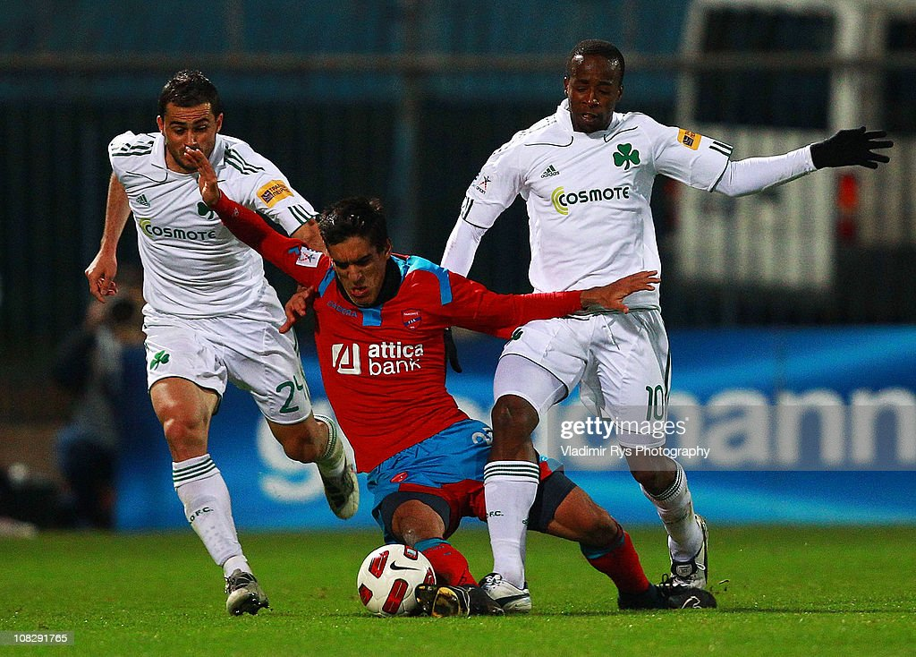 Giannis Kontoes of Panionios is defended by Loukas Vyntra (L) and Sidney Govou of Panthinaikos during the Super League match between FC Panionios and Panathinaikos at the Nea Smyrni stadium on January 23, 2011 in Athens, Greece.