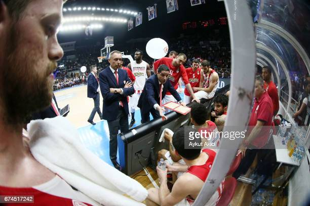 Giannis Sfairopoulos Head Caoch of Olympiacos Piraeus in action during the 2016/2017 Turkish Airlines EuroLeague Playoffs leg 4 game between Anadolu...