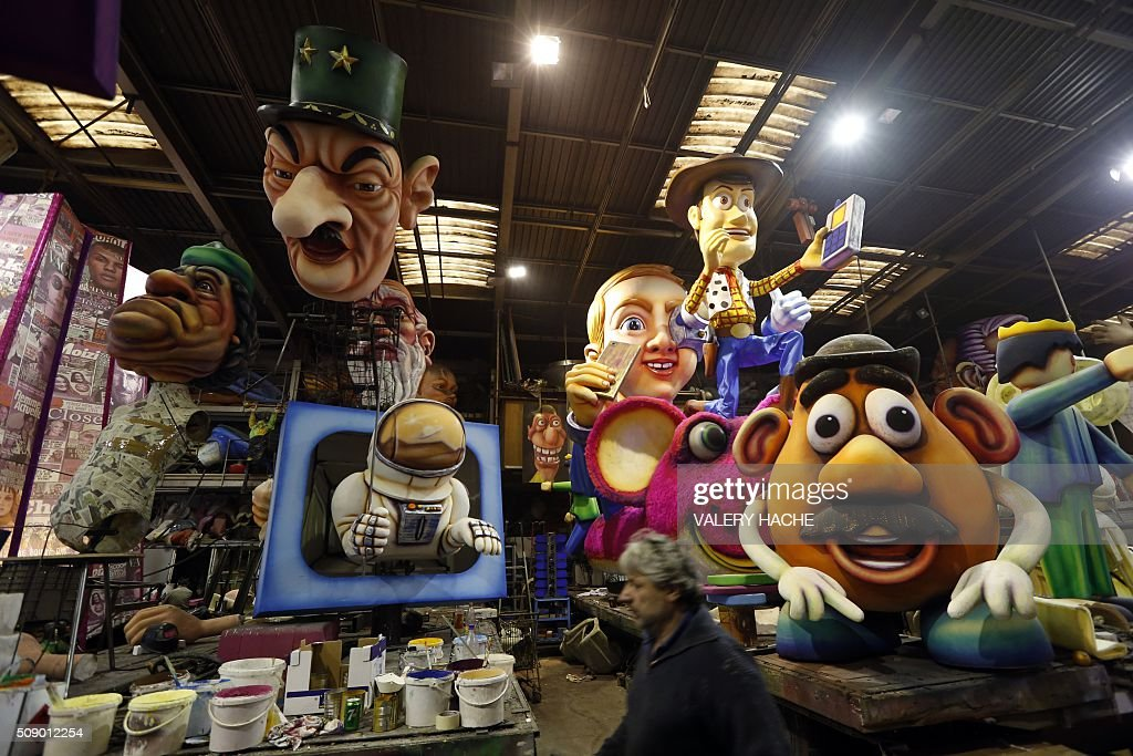 Giants figures are pictured on February 8, 2016 in Nice, southeastern France during preparations of the 132st Nice Carnival. The carnival starting from February 13 until 28 February 2016, celebrates this year the 'King of Medias'. / AFP / VALERY HACHE