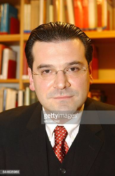 ... Gideon Joffe Vorsitzender der Jüdischen Gemeinde zu Berlin ... - gideon-joffe-vorsitzender-der-jdischen-gemeinde-zu-berlin-14112005-picture-id544605985?s=594x594