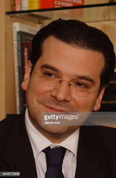 ... <b>Gideon Joffe</b> Vorsitzender der Jüdischen Gemeinde zu Berlin ... - gideon-joffe-vorsitzender-der-jdischen-gemeinde-zu-berlin-picture-id544572509?s=594x594