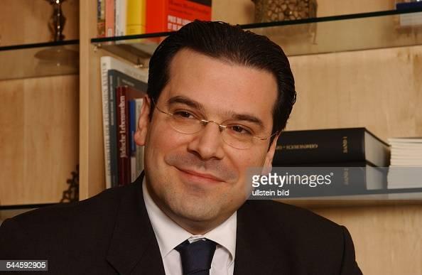 ... <b>Gideon Joffe</b> Vorsitzender der Jüdischen Gemeinde zu Berlin ... - gideon-joffe-vorsitzender-der-jdischen-gemeinde-zu-berlin-picture-id544592905?s=594x594