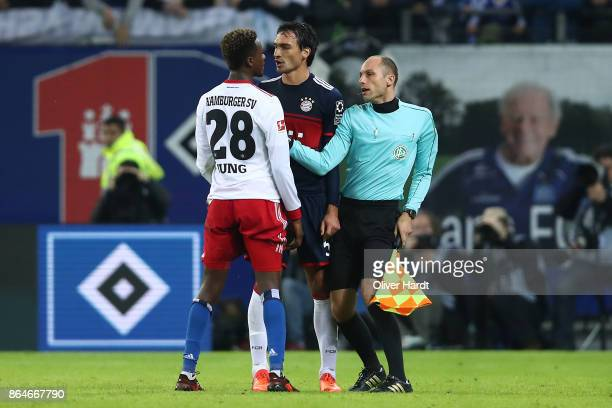 Gideon Jung of Hamburg and Mats Hummels of Bayern Muenchen argue during the Bundesliga match between Hamburger SV and FC Bayern Muenchen at...