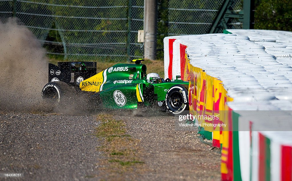 Giedo van der Garde of Netherlands and Caterham crashes after the start of the Japanese Formula One Grand Prix at Suzuka Circuit on October 13, 2013 in Suzuka, Japan.