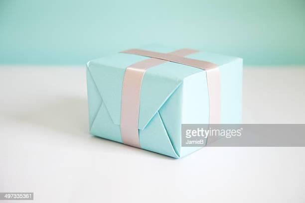 Caixa de presente embrulhado em papel azul