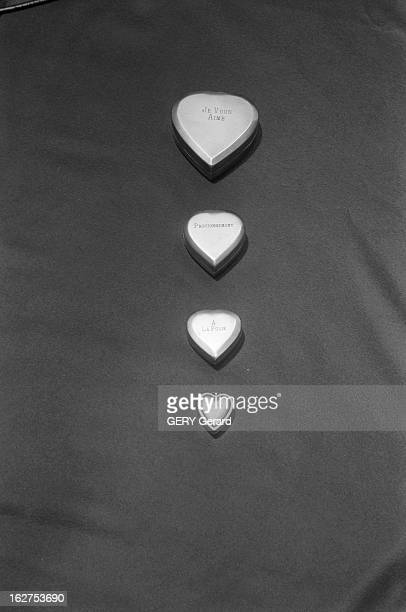 Gifts For Valentine'S Day Studio Photography En France le 26 janvier 1979 Objets cadeaux en forme de coeur pour la fête des amoureux à la Saint...