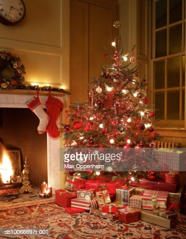 Gifts in front of Christmas tree : Foto de stock