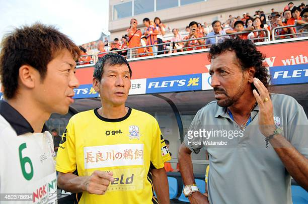 FC Gifu head coach Ruy Ramos talks with Keiji Takachi prior to the JLeague second division match between Omiya Ardija and FC Gifu at Nack 5 Stadium...