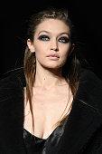 Max Mara - Runway - Milan Fashion Week Fall/Winter...
