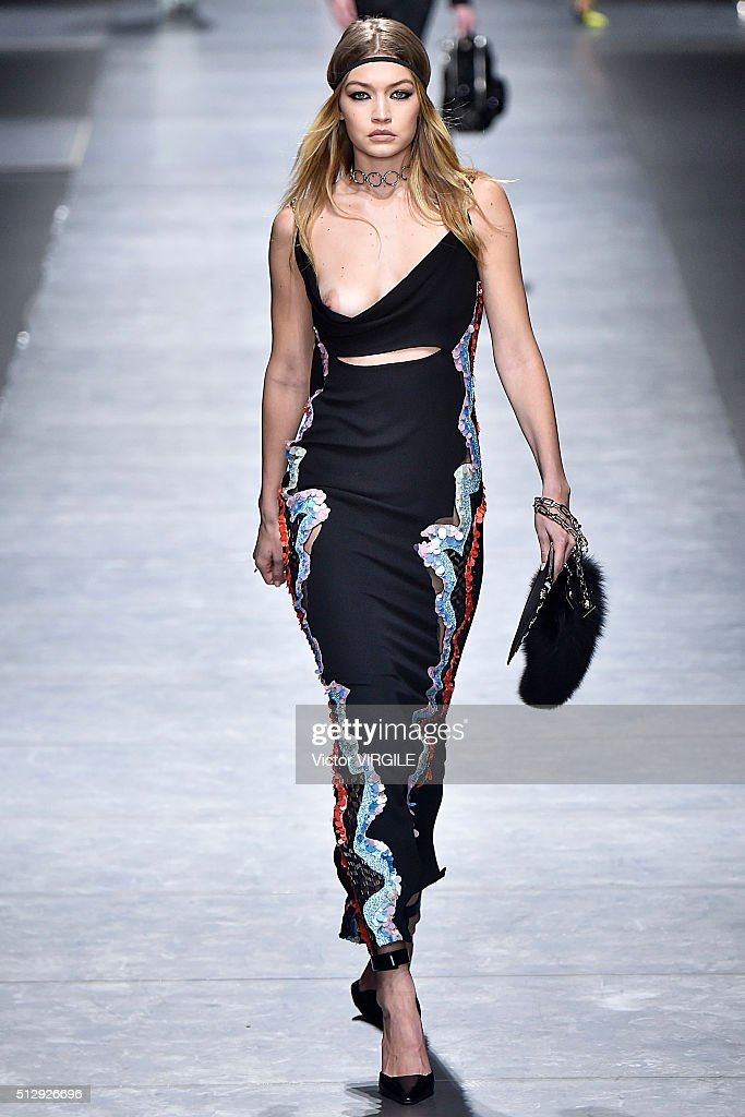 Versace runway milan fashion week fw16 getty images for Runway fashion show video