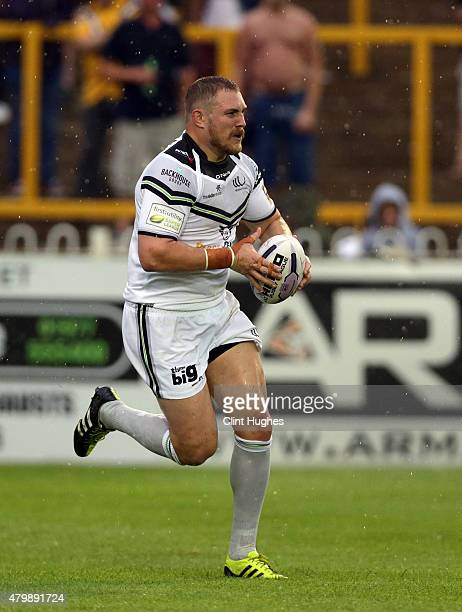 Gil Dudson of Widnes Vikings in action during the First Utility Super League match between Castleford Tigers and Widnes Vikings at The Jungle on July...