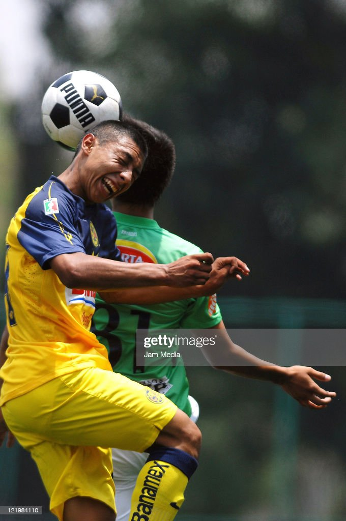 Gil Giovanni Buron of America (L) struggles for the ball with Felipe de Jesus Sifuentes (R) of Monterrey during their match as part of the Copa Independencia U-17 2011 at Coapa on August 24, 2011 in Mexico City, Mexico
