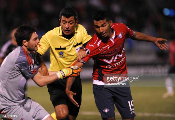 Gilbert Alvarez of Wilstermann scuffles with German Lux of River Plate during a first leg match between Wilstermann and River Plate as part the...